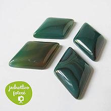 Minerály - Brazílsky achát zelený / kabošon kosoštv. 21x32mm - 8551920_