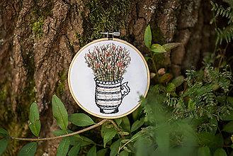 """Dekorácie - Vyšívaný kruh """"V džbáne rozkvitnuté"""", 13,5 cm - 8552971_"""