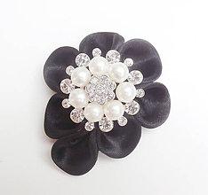 Odznaky/Brošne - Elegancia a la Chanel - čierna vintage brošňa so štrasovo - perlovou ozdobou - 8550922_