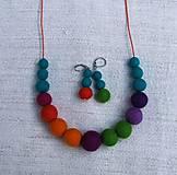 Sady šperkov - ...pestrofarebný plstený náhrdelník a náušnice... - 8555732_