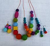 Sady šperkov - ...pestrofarebný plstený náhrdelník a náušnice... - 8555733_