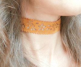 Náhrdelníky - Koňakový bohémsky choker imitácia kože - náhrdelník obojok - 8555332_