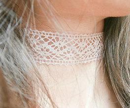 Náhrdelníky - Púdrový čipkový choker - náhrdelník obojok - 8555397_