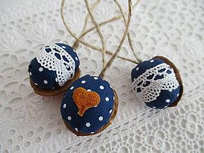 Dekorácie - Vianočné oriešky-folk - 8568197_