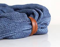 Šály - Hrejivý tmavomodrý ľanový nákrčník s koženým remienkom - 8565305_