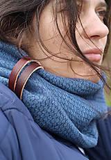 Šály - Hrejivý tmavomodrý ľanový nákrčník s koženým remienkom - 8565310_