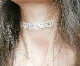 Náhrdelníky - Púdrový úzky čipkový choker - náhrdelník obojok - 8565042_