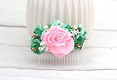 Hrebienok ružovo-zelený ruža