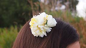 - Biely romantický hrebienok do vlasov - 8571924_