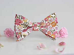 Doplnky - Pánsky kvetinový motýlik z exkluzívnej látky Liberty London - 8569161_