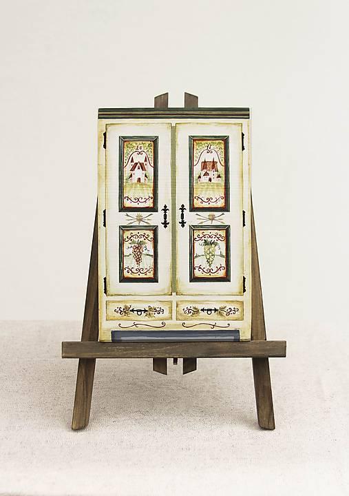 Miniatúrna starožitná skrinka - Chateau