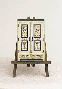 Dekorácie - Miniatúrna starožitná skrinka - Chateau, kópia - 8572356_