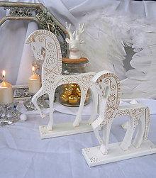 Dekorácie - 2 drevené koníky - vianočné... - 8572942_