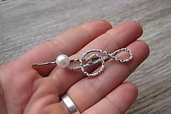 Ozdoby do vlasov - Sponka husľový kľúč biely s perlou - 8573267_