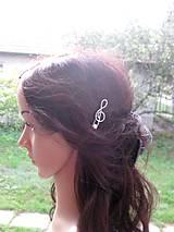 Ozdoby do vlasov - Sponka husľový kľúč biely s perlou - 8573271_