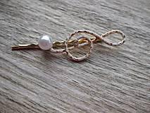 Ozdoby do vlasov - Sponka husľový kľúč biely s perlou - 8573279_