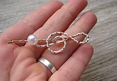 Ozdoby do vlasov - Sponka husľový kľúč biely s perlou - 8573280_