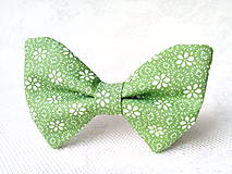 Náhrdelníky - Green bow tie with white flowers - 8578212_