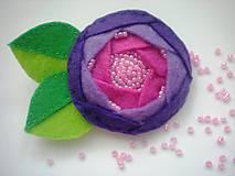Dámska brošňa (Ruža fialová)