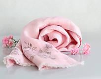 Šály - Dámska ručne potlačená ružová ľanová šatka  - 8578700_