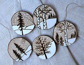 Dekorácie - Drevené ozdoby na stromček-Zimná krajinka - 8585655_