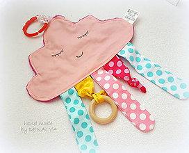 Hračky - Minky Mráčik ružový s dreveným aj plastovým hrýzatkom pre bábätko - 8588479_