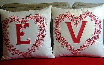 Úžitkový textil - Dekoračné vankúše s monogramom - 8590240_