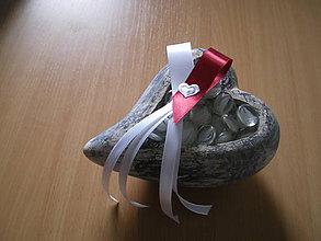Pierka - svadobné pierko bordové-srdiečko I. - 8586667_