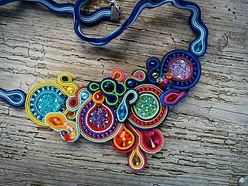 5163d44a0 Farebný šujtáš náhrdelník z kolekcie