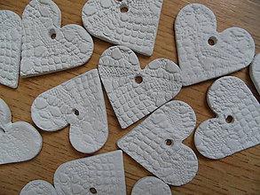 Dekorácie - čipkované srdiečka sušené 4cm - 8586792_