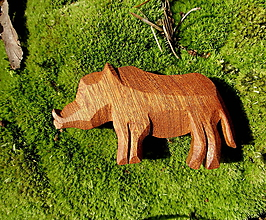 Odznaky/Brošne - Drevená brošňa diviak lesný - 8587076_
