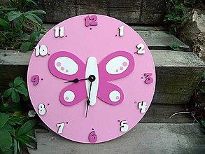 Hodiny - hodiny s motýlikom  - 8591396_