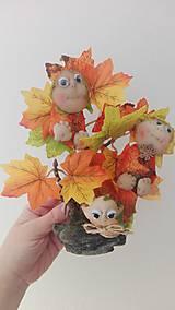 - Jesenný stromček plný škriatkov. - 8592318_