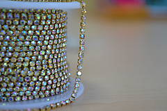 Galantéria - Štrasová borta zlatá crystal AB 2mm, 0.30€/10cm - 8591780_