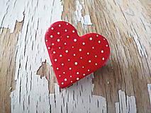 bodkovaná brošňa (väčšia červená)