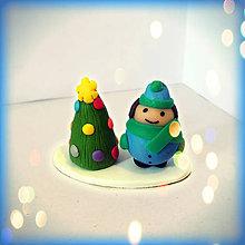 Socha - Farebný vianočný stromček a tučný chalan - 8592899_