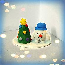 Socha - Farebný vianočný stromček a tlstý snehuliak - 8594209_