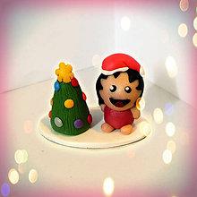 Socha - Farebný vianočný stromček a tlsté vychechtané otužilé dievča - 8594319_