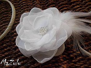 Ozdoby do vlasov - svadobná spona  dozdobená perím - 8595166_