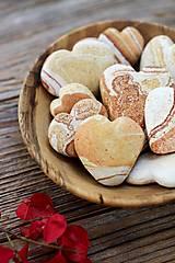 Dekorácie - Kamienok srdiečko z lásky darované... - 8595543_