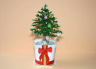 Dekorácie - Korálkový stromček - vianočný - 8600796_