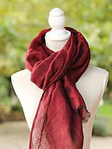 Šatky - Dámska elegantná ľanová šatka tmavočervenej farby s koženým remienkom - 8601739_