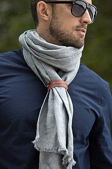 Doplnky - Pánsky šedý ľanový šál s koženým remienkom - 8602089_