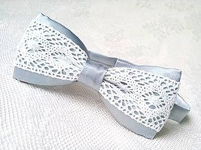 Doplnky - Svadobný pánsky motýlik (šedý/biely) - 8604128_