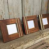 sada drevených rámčekov na fotku