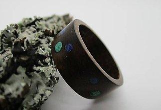 Prstene - Drevený prsteň - orech s krúžkami z malachitu a lapis lazuli - 8603211_