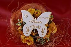 Darčeky pre svadobčanov - Drevená svadobná magnetka motýľ 1 - 8605980_