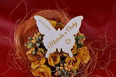 Darčeky pre svadobčanov - Drevená svadobná magnetka motýľ 2 - 8606021_