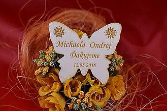Darčeky pre svadobčanov - Drevená svadobná magnetka motýľ,výslužka na redový tanec. 4 - 8606023_