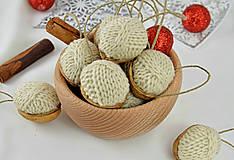 Dekorácie - Vianočné orechy štrikované, béžové - 8606543_